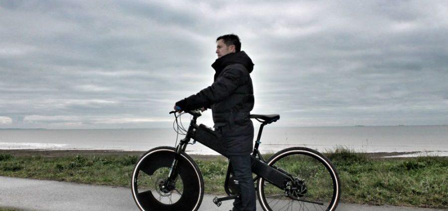 Rool'in présente le SUN-E, son prototype de vélo solaire