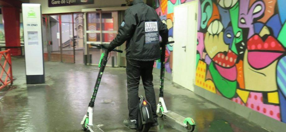 Profession «juicer» à Paris : dans la jungle des chargeurs de trottinettes